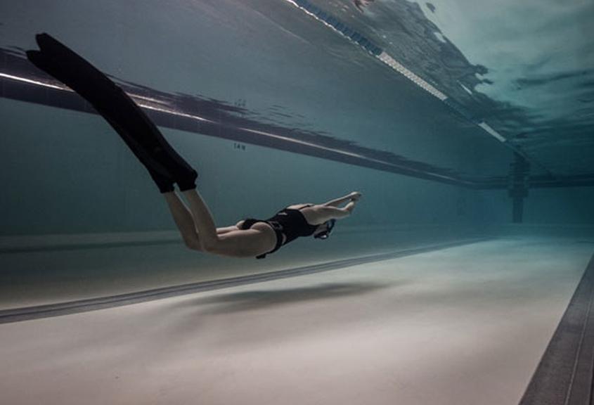Apnea dinámica en piscina