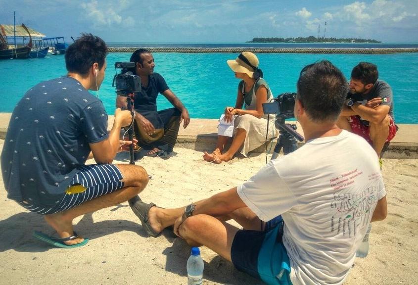 Laura Madrueño con el team de Submaldives